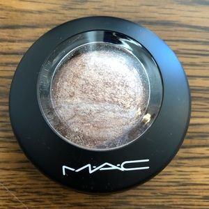 MAC Mineralized Eyeshadow in Love Connection